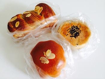 徳島県産和三盆を使った生クリームと、本くず粉を使用した贅沢な「せたがやクリームパン」は、上品な甘さで大人気の商品です。