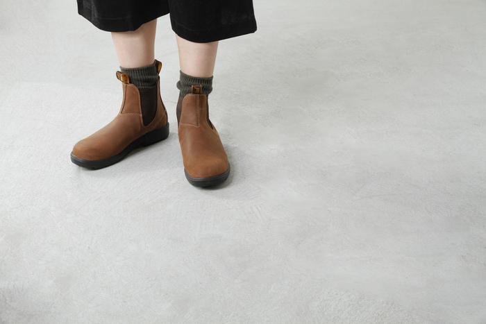 秋冬に欠かせないブーツ、サイドゴアはまだまだ人気が続きます◎ ショートブーツはパンツやロングスカート、ガウチョなどにもちょうど良く、シンプルなので何年も使えるだけでなくトレンドファッションにも対応してくれるので使い勝手が良く、とっても重宝するアイテムのひとつですよね。