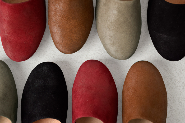 秋色が豊富に揃うvolare(ヴォラーレ)のスエードスリッポン。しなやかなゴートレザーを使用し、イタリア靴作りの伝統によって生まれた技術でできた、熟練の職人さんの手仕事が光るアイテムです。軽い履き心地で、カジュアル感もありつつ、女性らしい雰囲気があるので様々なスタイルに合わせることもでき、重宝するアイテムだと思います。