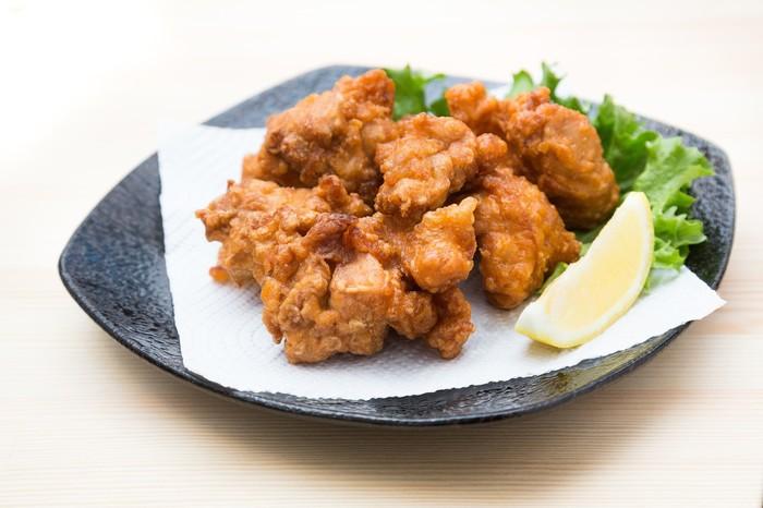 日本料理の鉄板のひとつ、唐揚げ。唐揚げを食べるとなんだかほっこり落ち着きますよね。