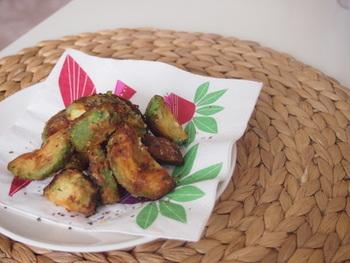 ちょっぴり変わったレシピとして、アボカドの唐揚げはいかがでしょう。トロッとしたアボガドがやみつきになるかも!
