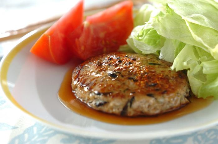 水曜日のメインは、常備菜のひじき煮を「豆腐ハンバーグ」にリメイク! メインメニューからだけでなく、副菜の常備菜からもリメイクしていけば、よりいっそう献立の幅が広がりますね。