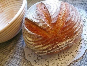 天然酵母の酸味を楽しむなら、フランスの素朴な田舎パンである「パン・ド・カンパーニュ」がおすすめ。今までお店で買っていたという方もぜひチャレンジしてみてくださいね。