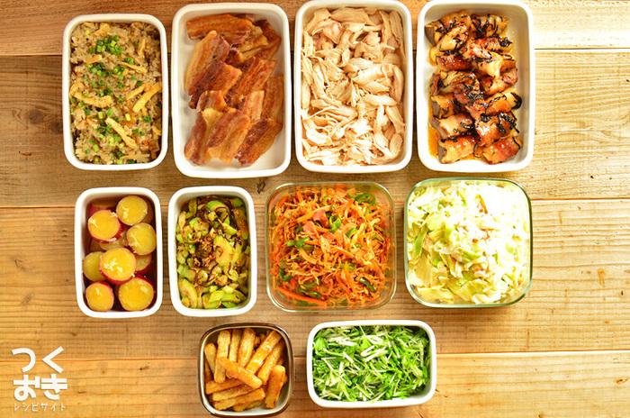 「常備菜」とは、ふだんから用意しておく副菜、作り置きのおかずのことです。 時間があるときにたくさん作っておいて、毎日少しずつ食卓に出していきます。冷蔵庫で日持ちのするものなら、一週間分まとめて作っておけば便利ですね!