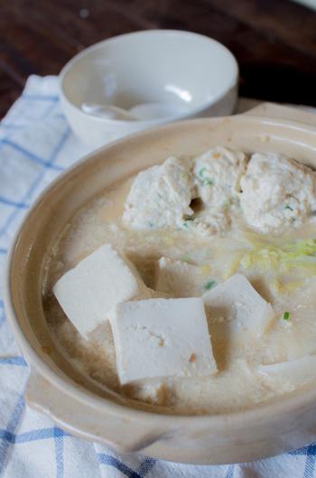 肉団子はシンプルに作り、お鍋のスープにこだわるのも楽しみの一つです。豆乳を入れればクリーミーに♪洋風な感じを味わいたい時にも良いですね。