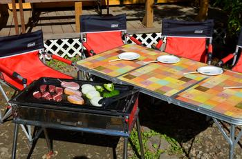 食材はもちろんのこと、調理器具や燃料、テーブルや椅子、サイト使用料がセットになったプランがおトク♪