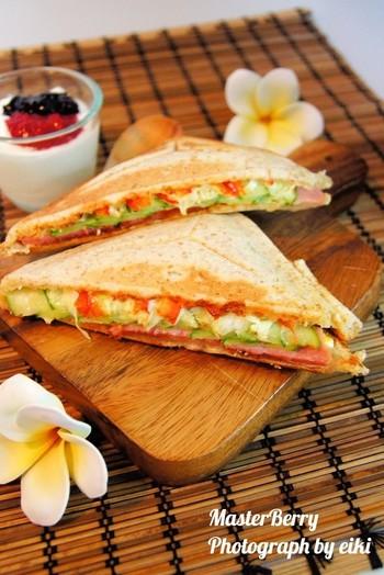 サンドイッチに飽きたな~と思ったら思考を変えてホットサンドにしてみてはいかがですか?食感が変わるだけで新鮮味が増しますね♡