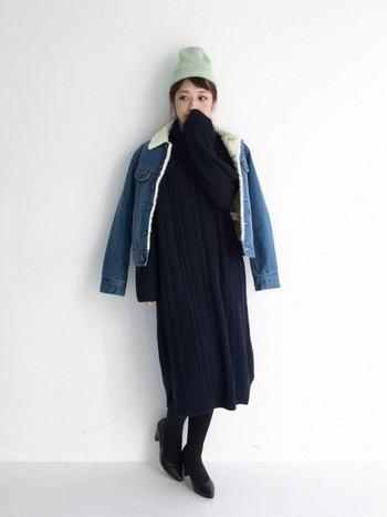 内側にボアのついたデニムジャケットは、全身ブラックのコーデに明るさとかわいらしさをプラスしてくれます。♪デニムパンツに合わせても、ぐっとオシャレに着こなせそう。