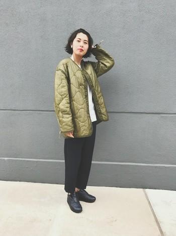 ボリューミーなライナージャケットをゆるく着るのが今年らしくてオススメ。モノトーンのシンプルなコーディネートの主役にして、流行のコーディネートを思いっきり楽しみましょう♪