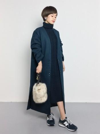 女性らしい華奢なファーバッグは、デイリーにもパーティーシーンにも、アクセサリー感覚で使えそうです。