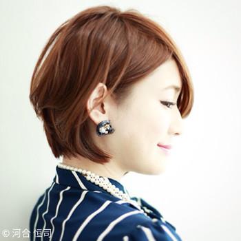 これぞ、最短・最強のヘアアレンジ「耳掛け」!片耳だけ髪の毛を耳にかけて。大人ぽく、できる女性の雰囲気に仕上がります〜!
