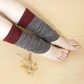 内側が絹、外側がウールの二重構造のレッグウォーマー。ゆったりたるませて履いても良いし、伸ばして履いてもgood。薄手ですが、天然繊維の絹とウールがしっかり温めてくれます。