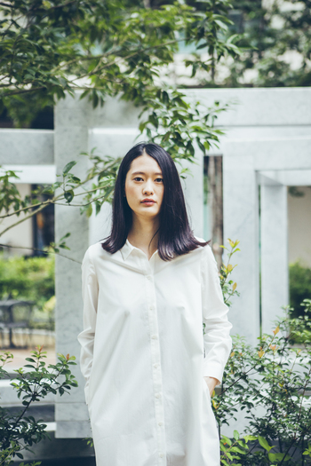 そんな洋服のあり方をもう一度考えるために生まれたブランドが日本にありました。それがエシカルでとっても素敵な「HER」というブランドです。