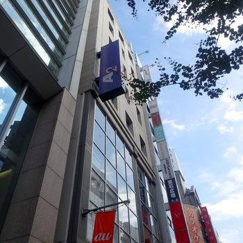 JR渋谷駅のハチ公口より徒歩5分程のA2ビルにあるワインバー「シノワ(Chinois)」。 土日限定のシャンパンブランチで、厳選されたワインと季節の食材にこだわったコース料理が楽しめます。