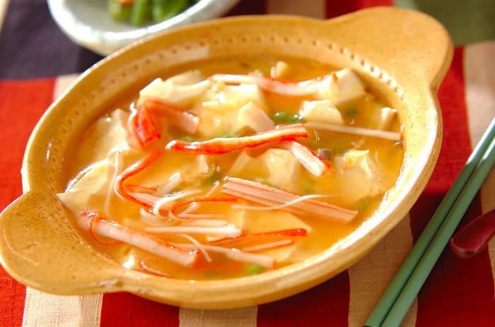 電子レンジで簡単にできる、ふうふうアツアツの中華風のあんかけ。豆腐を大胆に手でくずして味を絡ませて。