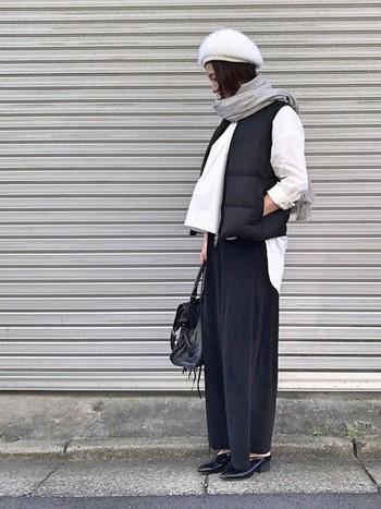 今の時期から冬にかけて活躍してくれるアイテム、ダウンベスト。定番カラーはどんなファッションにも合わせやすくて便利ですよね。