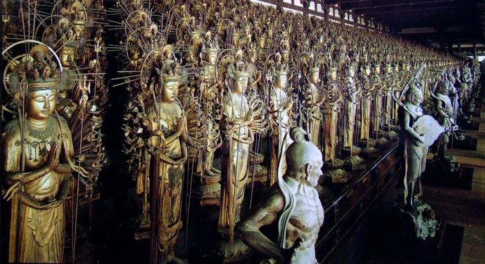 【千体の「千手観音立像」(重文)と二十八部衆(国宝)。堂内は撮影禁止です。画像は「ポストカード」写し。】