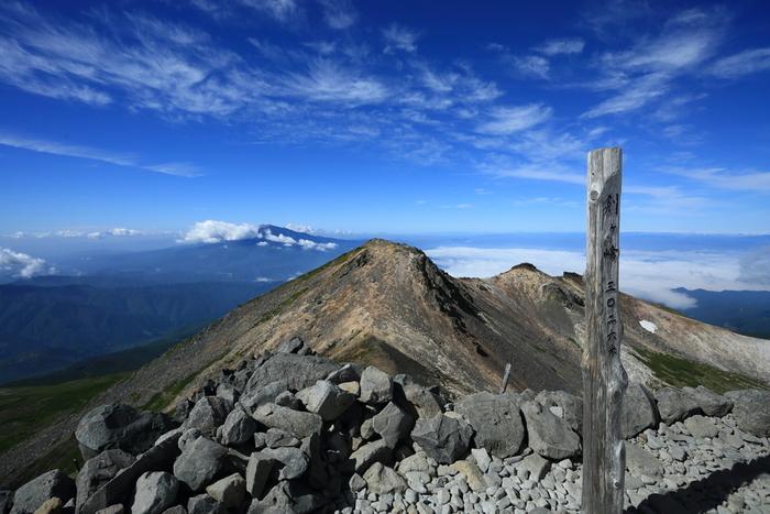日本百名山に選定されている乗鞍岳は、標高3026メートルの最高峰、剣ヶ峰をはじめとする山々の総称です。