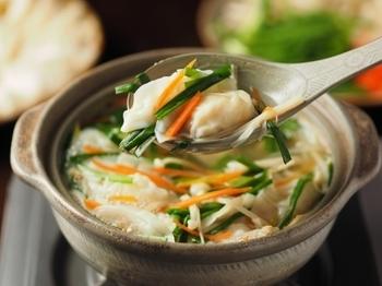 チュルッとした食感で食べやすい水餃子。鶏挽き肉とお野菜でダイエットにも◎