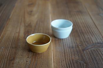 スッキリと立ち上がった小鉢は和食はもちろんのこと、洋食のボウルとして使用しても。シンプルなデザインにシックな色合いが大人っぽいですね。