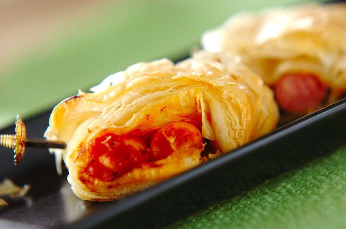 冷凍パイシートとピザ用ソースを使った時短レシピです。チーズを入れても美味しそう♪