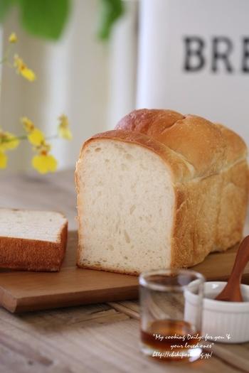 甘みがあるので、何もつけなくても美味しい食パン。粉の種類による食感の違いも書かれていて、とても参考になります♪