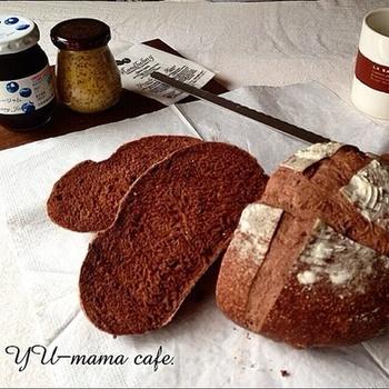 カカオがちょっぴりほろ苦いパン。 クープ(割れ目)が上手くできるかがポイントに!