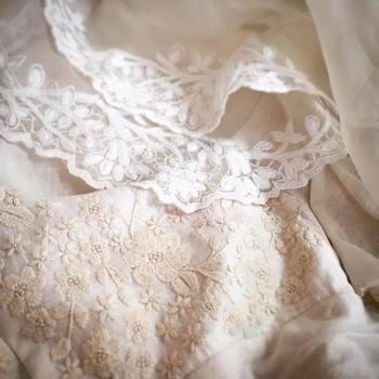 ウェディングドレスは花嫁にとって特別なドレス。だからこそ、結婚式に1回だけ着て終わってしまってはもったいないですよね。リメイクしたり、染め直しをしたり、ずっと大切に着られると嬉しいですね。