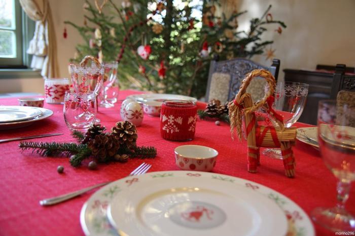 """北欧諸国では、クリスマスや新年に飾られる藁細工の山羊さん「ユールブック(""""ユール""""はクリスマス、ブックは山羊の意)」。イケアでも見かけましたっけ。"""