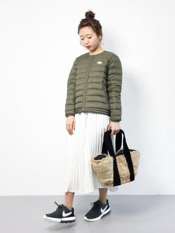 ウールコートにダウンジャケット、リュックなどアイテムもさまざまで、男女問わず楽しめるシンプルなデザインが魅力のブランドとして高い人気を獲得しています。