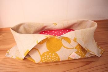 綿麻で作れば落ち着いた風合いが素敵で、丈夫なお弁当袋になります。