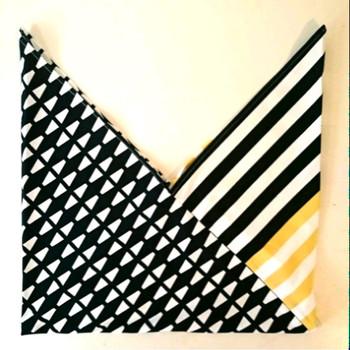 2種類の布を用意して縫い合わせれば、柄の違いを楽しめるあずま袋に。様々な生地の組み合わせを試してみたくなりますね♪