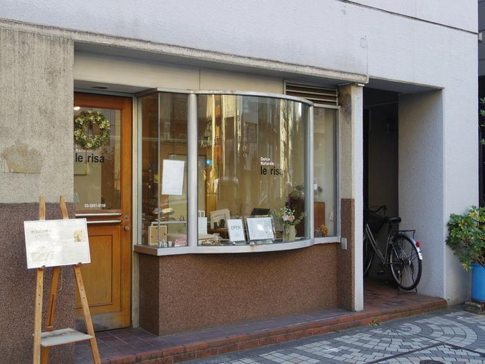 東西線・神楽坂駅、有楽町線・江戸川橋駅からともに徒歩約10分以内のところにお店があります。