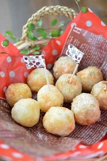 お子さんのおやつにもぴったりの、まん丸「ポテボール」。中にチーズ入りでとろりと美味しいから、おやつに、お酒のおつまみにパクパクつまめます。