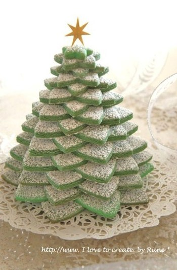 グリーンクッキーを重ねてツリーに見立てたツリータワー。存在感抜群なのでクリマスパーティーを盛り上げてくれそうです。