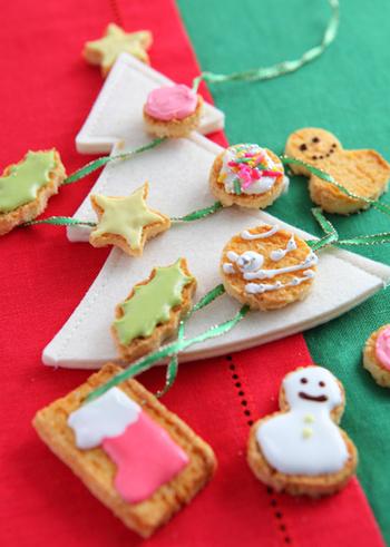 ホームパイにアイシングで絵を描いたクリスマスオーナメント風のアイシングパイ。サクサク食感がたまりません!