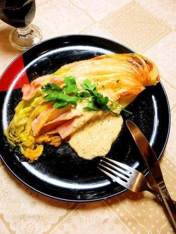 冬になると、鍋用の白菜を冷蔵庫に常備している家庭は多いですよね。安くて美味しい食材なので、ぜひレパートリーに加えたいレシピです。 丸ごと1個買うと残ってしまう白菜も、ペロリと完食してしまいそう。