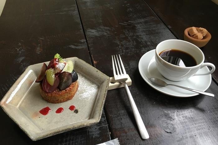コーヒーは中深煎りのブラジル・コロンビアをベースにしたまろやかな味わいの「アアルトブレンド」。 2016年秋のデザートは「宮原農園の葡萄とマスカルポーネのタルト」でした。ケーキとコーヒーを召し上がった方の感想は。 ↓↓↓