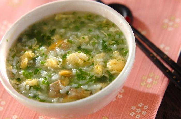 アサリのプリっとした食感とアサリの旨味が詰まった出汁が七草粥と絶妙にマッチ。やさしい味わいの七草粥は生姜も入っているので身体も温まりますよ。