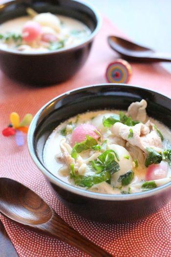 ごま豆乳鍋の具材として七草を使っても◎。豆乳のまろやかさで野菜がモリモリと食べれちゃいますよ。