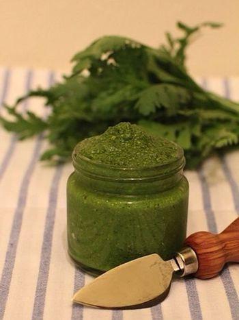 旬のグリーンのお野菜を代わりに使っても。春菊のミルキーな味わいが濃厚で美味しそうです。