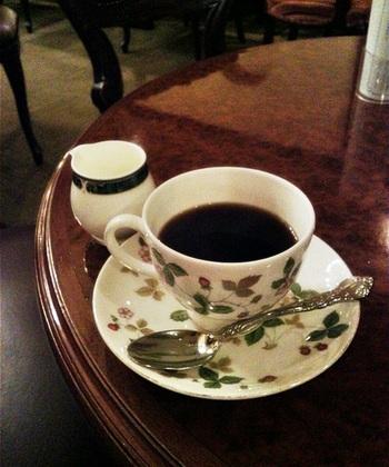 コーヒーはブレンド、アメリカン、アイスコーヒーの3種類。関西の英国屋のコーヒー豆を使用しているそうです。近頃では珍しく、喫煙もできるお店で、コーヒーのお代わりも出来ます。