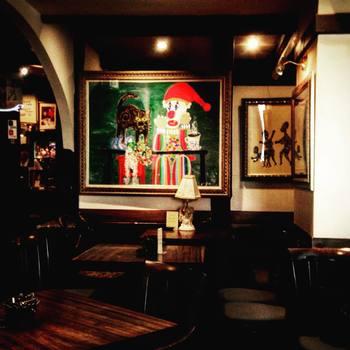 店内はあの北野武さんもよくいらっしゃるそうで、たけしさんの絵がたくさん飾られています。