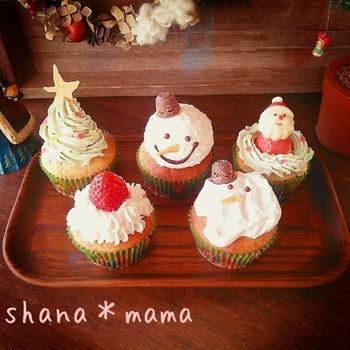 クリスマス気分が盛り上がる、可愛いマフィンのレシピ。マフィンを焼いて、お子さんと一緒にホワイトチョコクリームで楽しくデコレーションしましょう♪