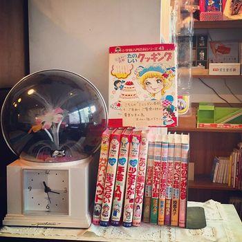 大人の女性には懐かしく、若い世代にはかえって新鮮にうつる昭和の雑貨たち。こちらの小学館ミニレディー百科シリーズは、多くの少女たちを魅了したシリーズです。「少女まんが入門」、「たのしいクッキング」は特に人気のあった本ですね。