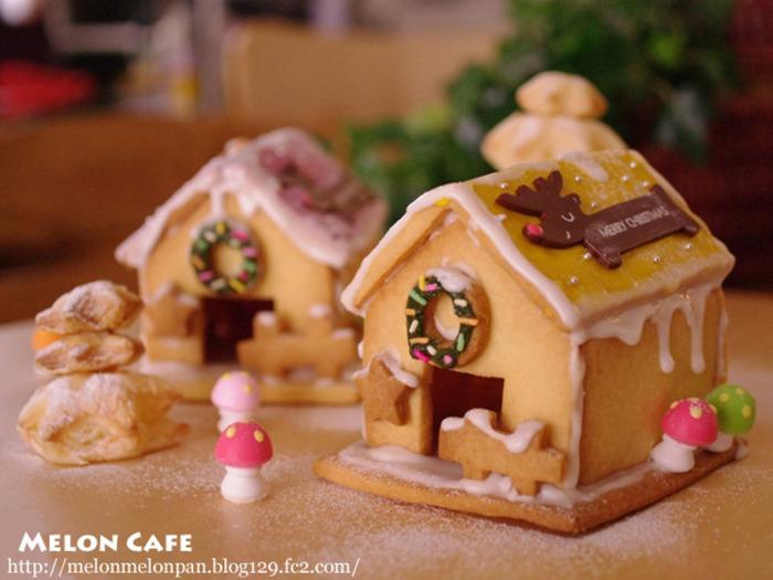 """誰もが憧れる""""お菓子の家""""。パーツとなるクッキーを焼いて、接着用のアイシングを用意すれば準備OK!案外簡単に作れますよ。アイシングが垂れてしまっても、雪やつららみたいで可愛いですね。子どもが集まるクリスマスパーティーにおすすめ♪"""