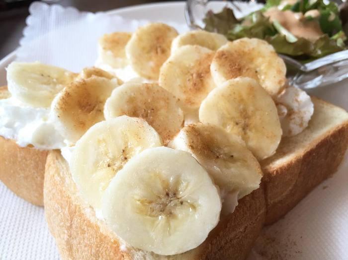 フレッシュなバナナがたっぷりとのせられたシナモンバナナトーストもとても美味しそう。まるでスイーツのような軽食ですね。