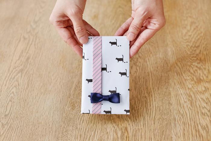 普通の紙がおしゃれな包装紙に!?プロが教える簡単おうちラッピング【包む】編