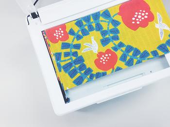 ラッピングでプリンターを活用することも多いという宮岡さん。可愛いラッピングペーパーがないとき、布をスキャンして素材として使うことも多いそう