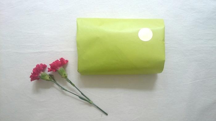 マアルオリジナル商品はラッピング無料です。イメージに合わせグリーンかホワイトの二色を選ぶことができます。